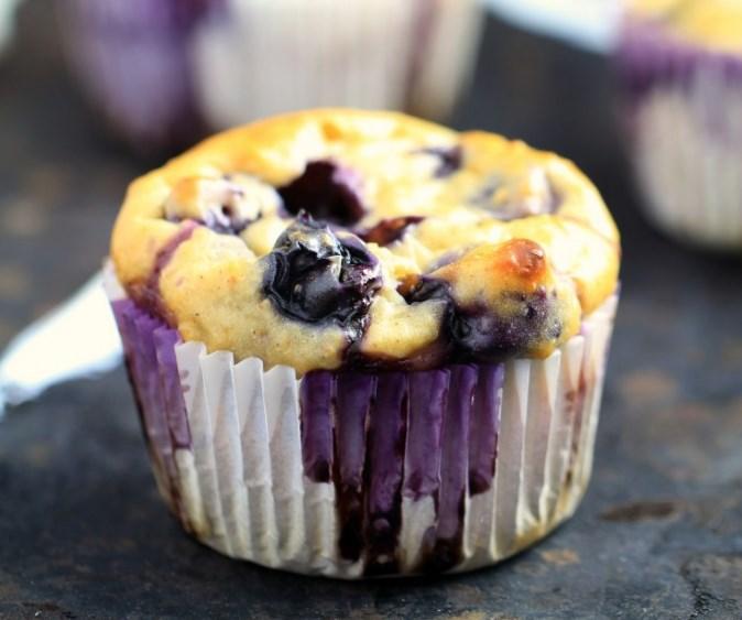 Blueberry Oatmeal Greek Yogurt Muffins #healthydessert #breakfast