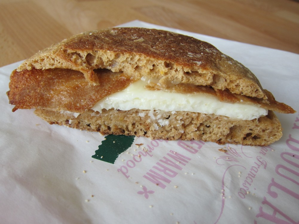 Review: Starbucks - Reduced-Fat Turkey Bacon & White Cheddar
