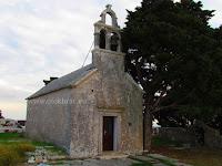 Crkva sv. Marija na groblju, Gornji Humac, otok Brač slike