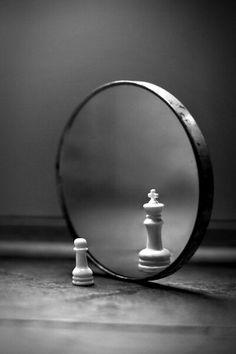 Sonhar com espelho refletindo