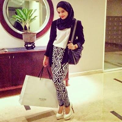 Model Baju Muslim Warna Hitam Putih