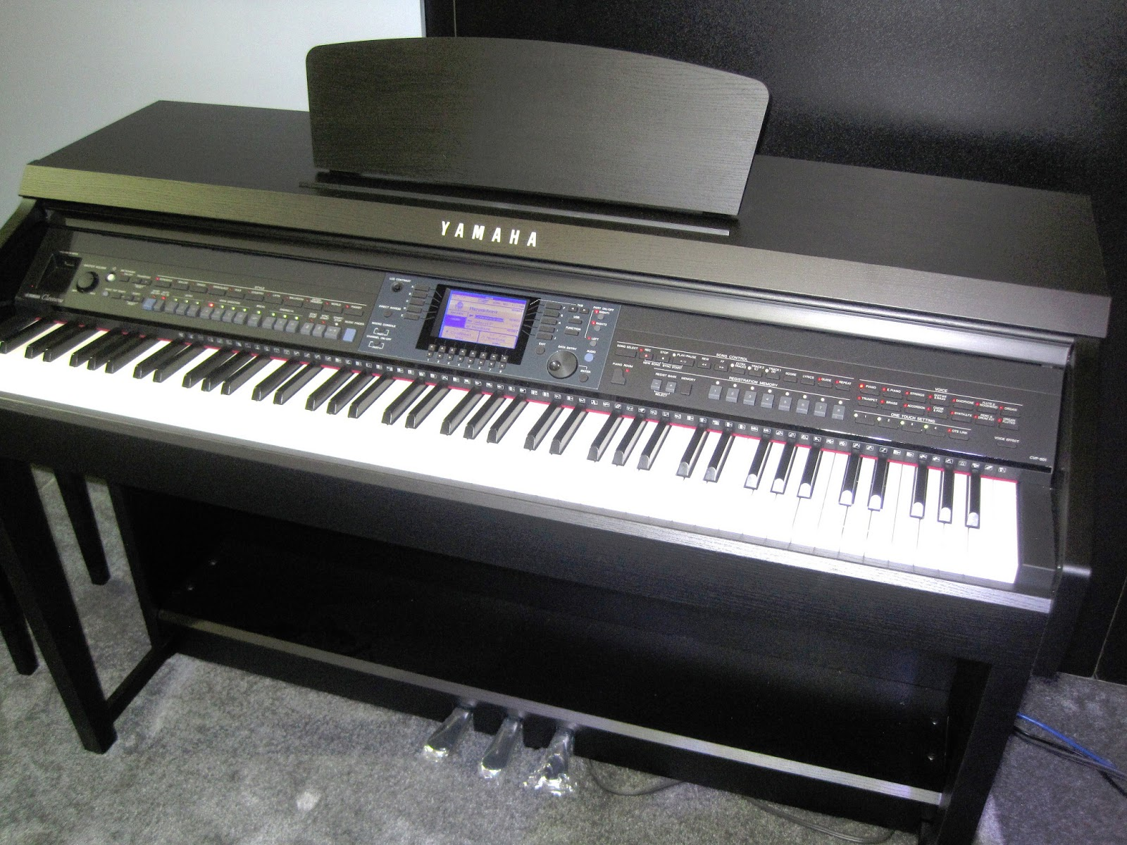 Az piano reviews review yamaha cvp601 vs roland hp506 for Yamaha piano keyboard models