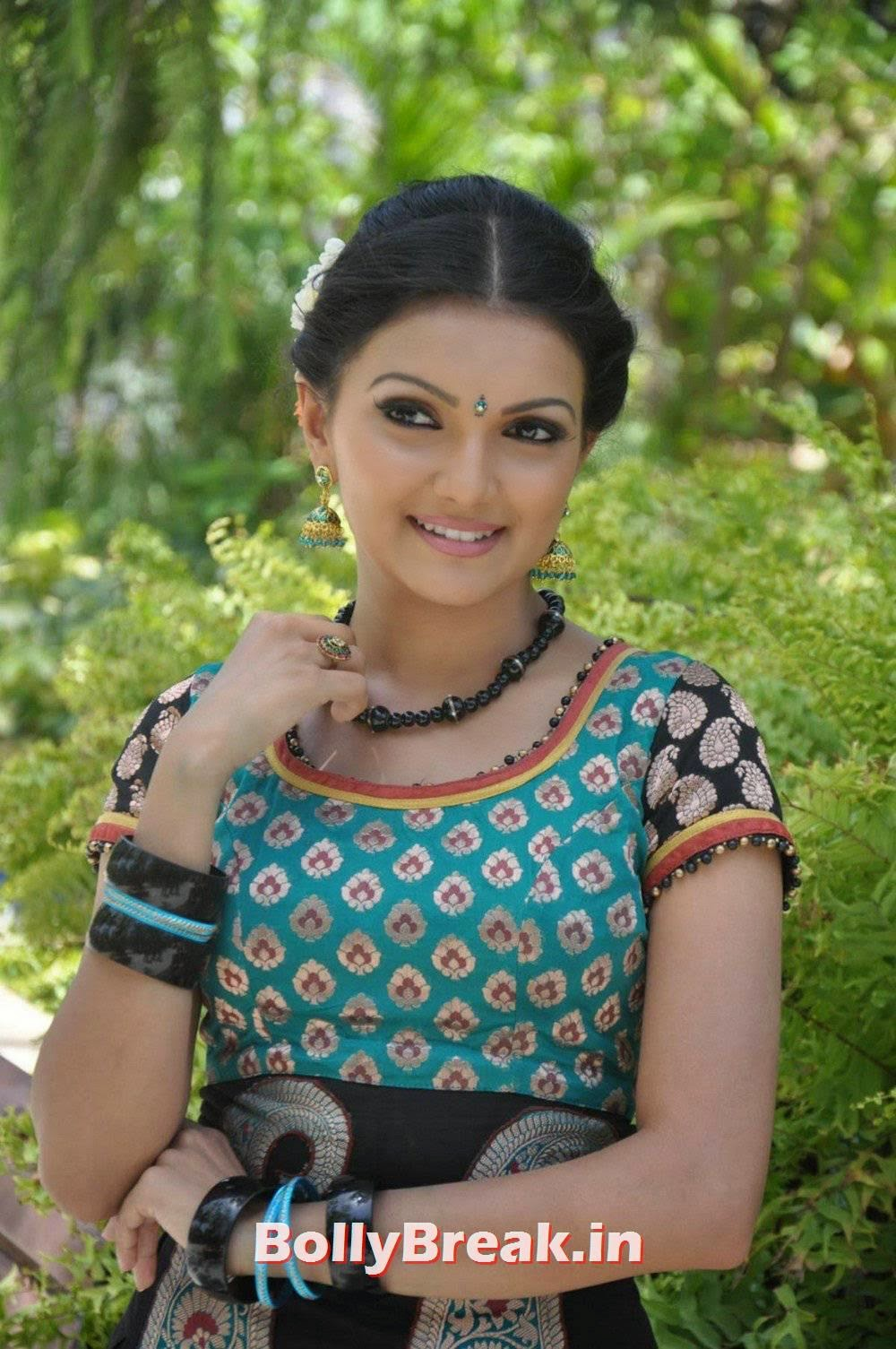, Actress Saranya Mohan hot HD Photo Gallery
