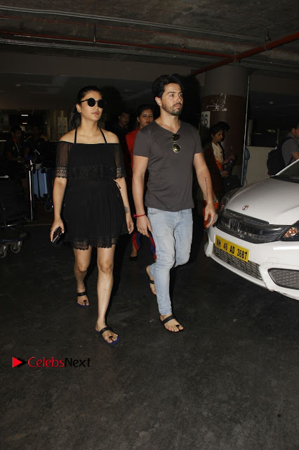 Actress Shruti Han Snapped at Airport in a Black Short Dress  0002.jpg