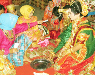 Tradisi Prosesi upacara perkawinan Adat Suku Bugis Makassar Sulawesi Selatan  Tempat Wisata Tradisi Prosesi upacara perkawinan Adat Suku Bugis Makassar Sulawesi Selatan