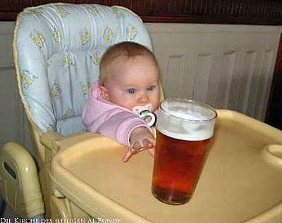 Baby mit Nuckel will Bier haben lustige Spaßbilder
