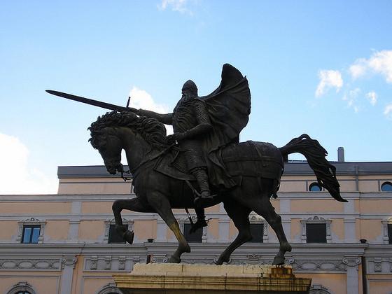 imagen_cid_burgos_estatua_plaza_teatro_principal