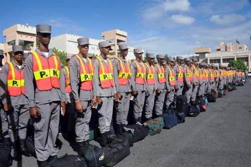 Resultado de imagen para Policía nacional ponen por motivo de Semana Santa  26,155 agentes en las calles