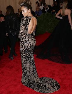 Jennifer Lopez vestido estilo ajustado