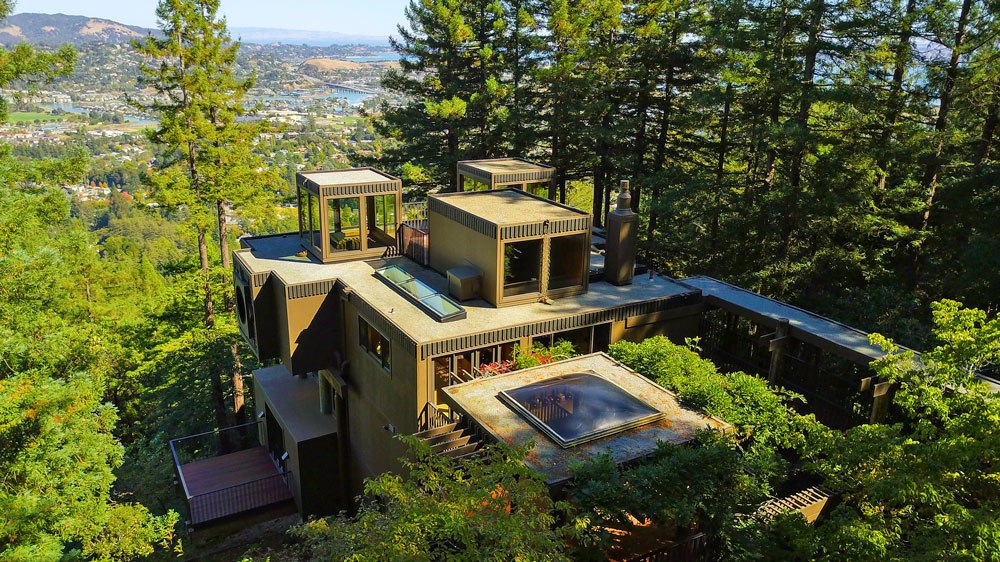 By The Late San Francisco Based Architect Robert Overstreet 238 Summit Drive Is A Redwood Clad Fortress Located In Marin County Northern California