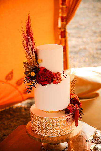 smile darling photography indian weddings Gujarati bride cake floral design outdoor wedding camel red orange decor