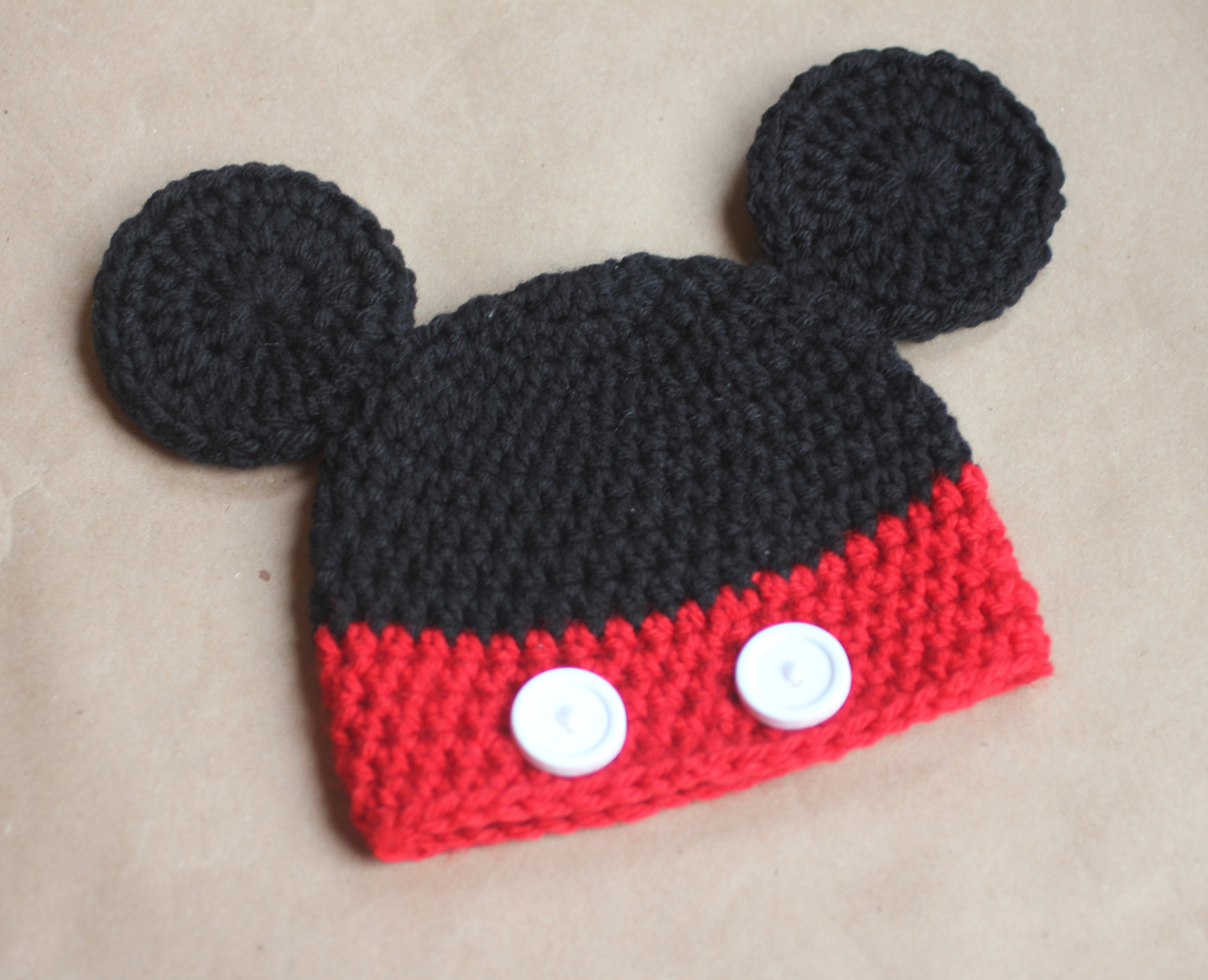 I used six 1 4″ buttons for Minnie s bow and nine 1 2″ buttons for the  bottom of the Minnie hat. f995ad85aad
