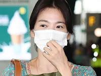 Los reporteros continúan enfocándose en el dedo anular de Song Hye Kyo