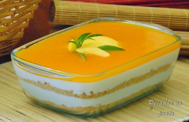Sobremesa doce tentação de polpa de manga e coco gelada