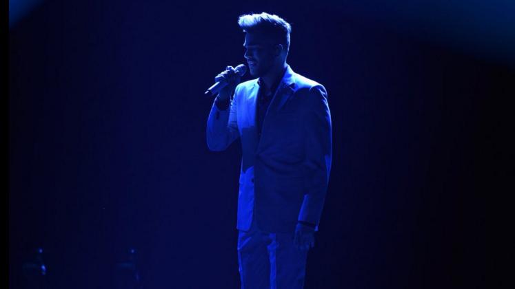 É isso mesmo. Adam Lambert é o melhor artista que já passou pelo American Idol.