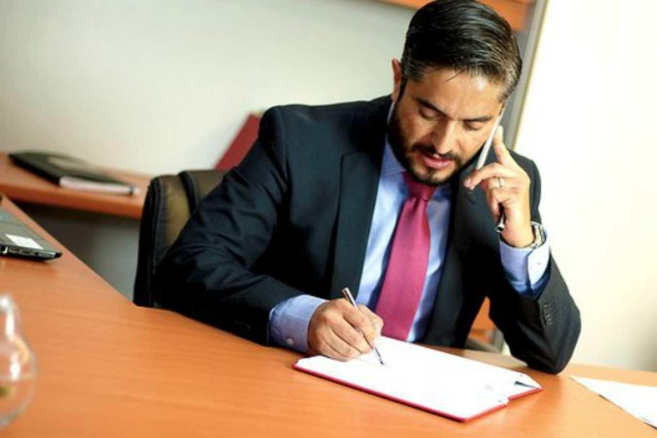 Beda Advokat dan Pengacara