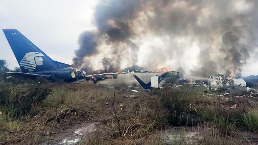Video: Así fue el fuerte desplome del avión comercial de Aeroméxico en Durango