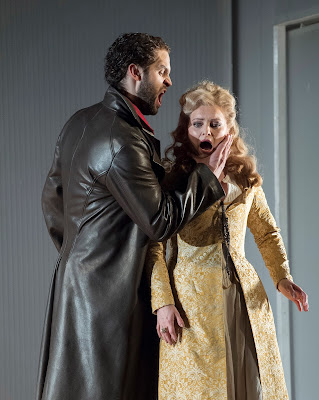 Mozart: The Marriage of Figaro - Ashley Riches, Lucy Crowe - English National Opera (photo Alastair Muir)