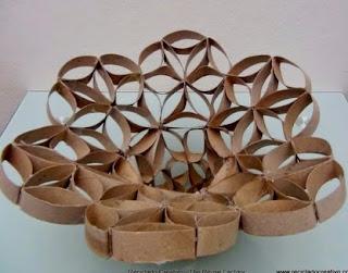http://www.recicladocreativo.com/florero-frutero-realizado-con-tubos-de-rollo-de-papel-higienico/