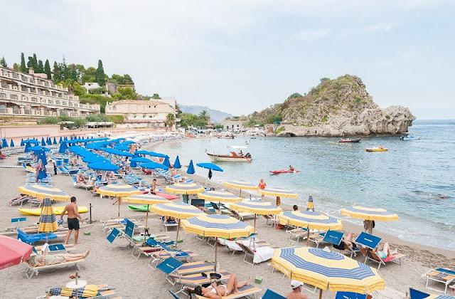 Praia em Sicília na Itália