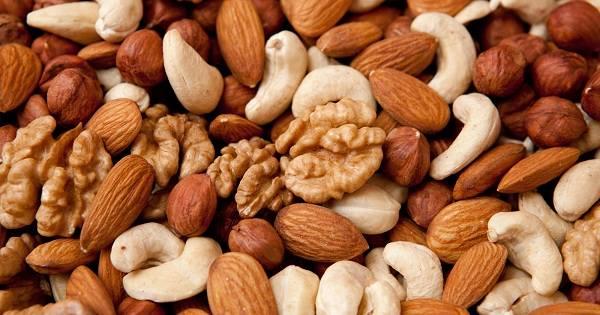أكل المكسرات يقلل خطر الإصابة بسرطان القولون .