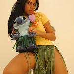Andrea Rincon, Selena Spice Galeria 13: Hawaiana Camiseta Amarilla Foto 44