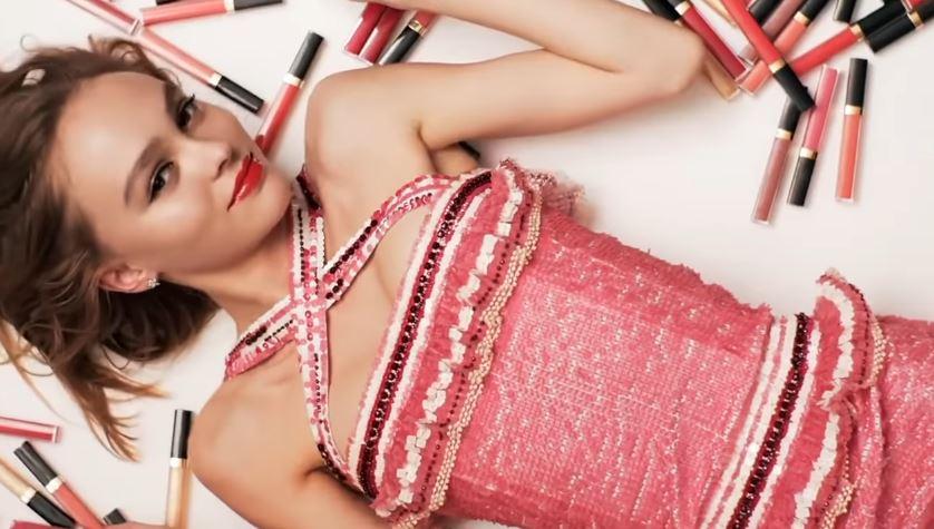 Modella Chanel pubblicità Rouge Coco Gloss con Foto - Testimonial Spot Pubblicitario Chanel 2017