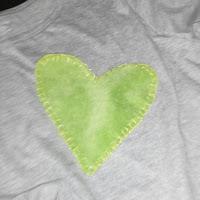Pantone 2017 Greenery; corazón bordado