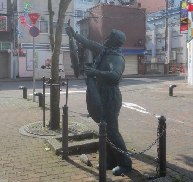 Kushiro - Statue im Restaurantviertel