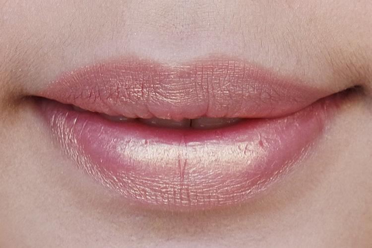 jouer lip creme papaye swatch on lips