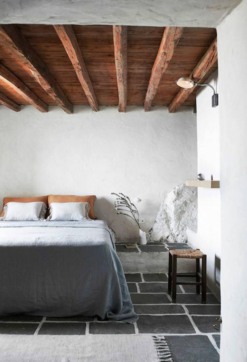 Dormitorio en casa rústica o de pueblo