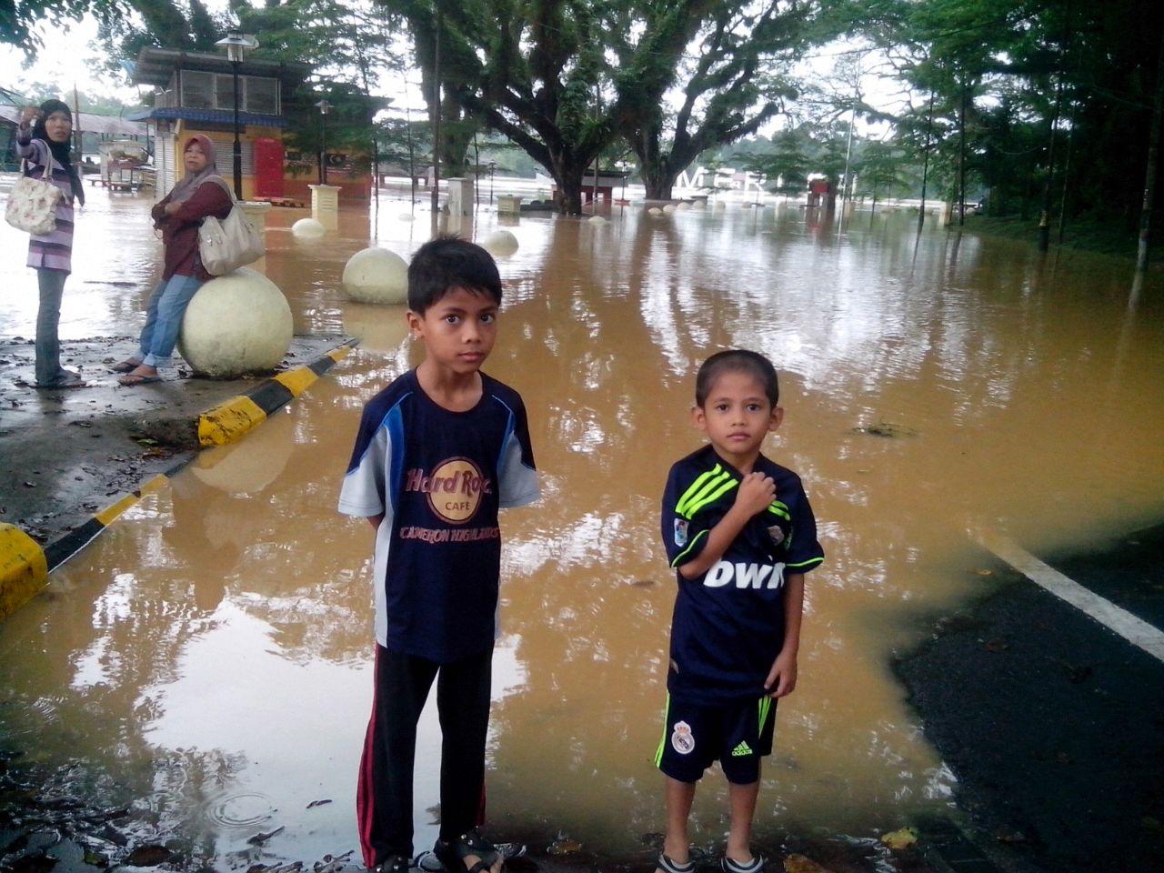 Contoh Contoh Karangan Sekolah Rendah Berita Banjir