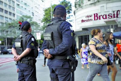 Guarda Municipal de Belo Horizonte (MG) se prepara para usar calibre 12, carregadas com munição de elastômero