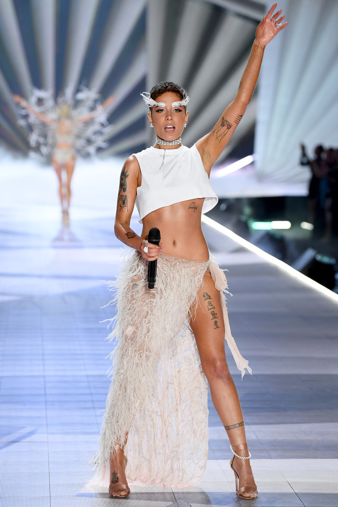 Halsey Victoria S Secret Fashion Show 2018