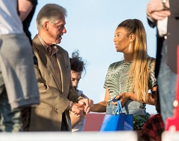 Photos: Beyonce hangs out with Bill Clinton