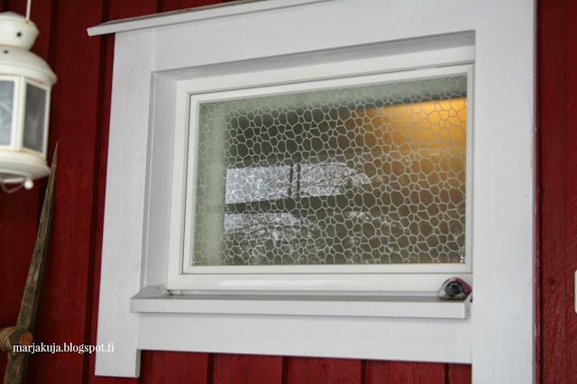 kylpparin ikkunakalvo