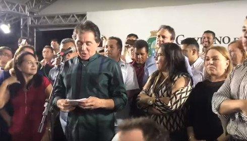 Eunício Oliveira é vaiado em evento ao lado de Camilo
