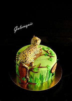 Tarta de fondant selva con guepardo modelado
