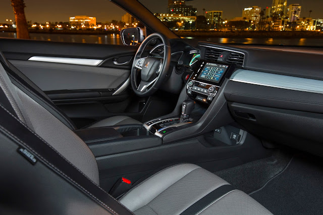 Interior view of 2016 Honda Civic 1.5T 2-Door Touring