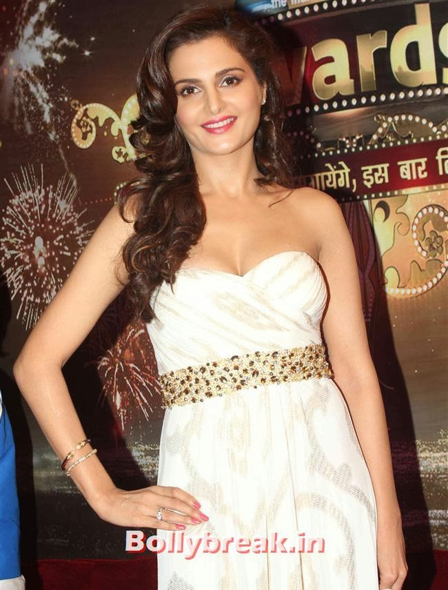 Monica Bedi, ITA Awards 2013 - Red Carpet Pics
