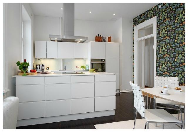 Decoraci n f cil cocinas con papel pintado - Cocinas con azulejos pintados ...