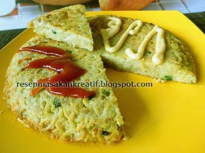 Omelet merupakan salah satu macam masakan olahan dari telur yang dikombinasikan dengan va RESEP OMELET MIE KEJU BUMBU PRAKTIS