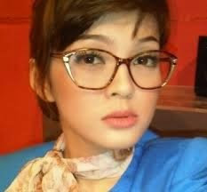 http://amula77.blogspot.com/search/label/Biodata%20Artis