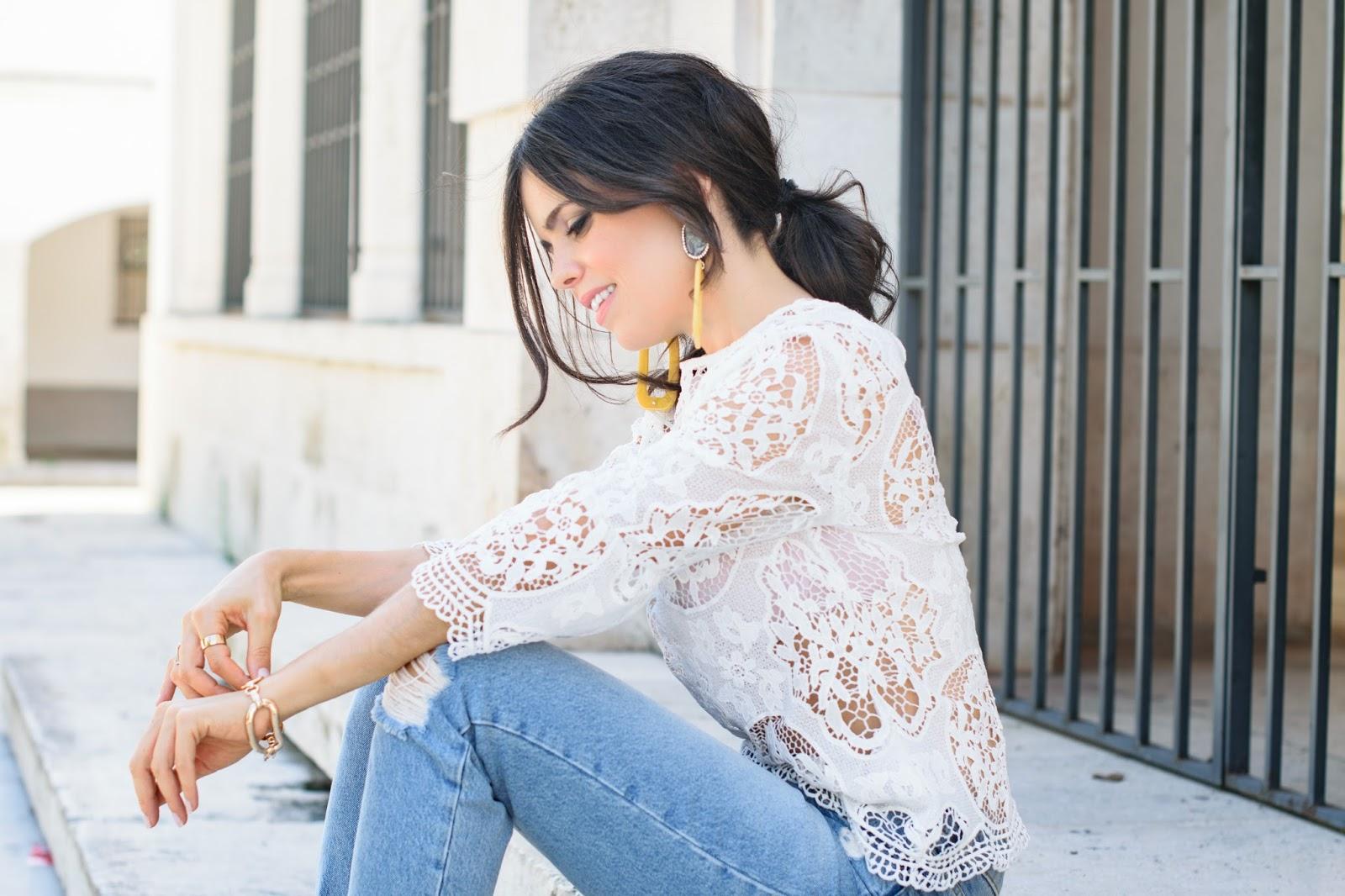 Look con maxipendientes de Zara
