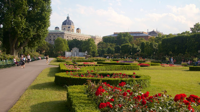 Parque e Jardim Volksgarten em Viena | Áustria