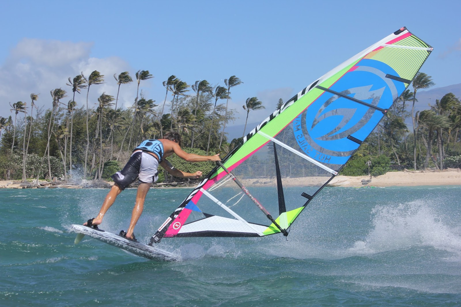 HOT SAILS MAUI-WINDSURFING