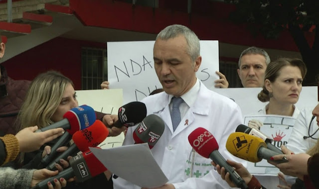 Albanian Doctors protesting against violence; a day before one of them is physically violated