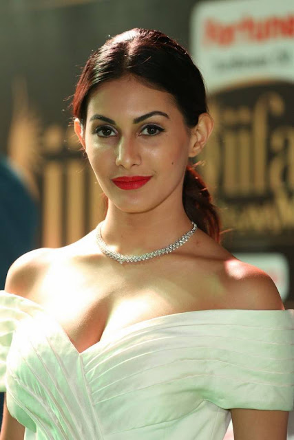 Amyra Dastur Stills At IIFA Awards 2017