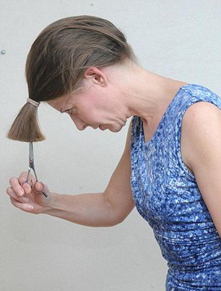 كيف تستطيع المرأة قص شعرها بنفسها؟ 111.jpg