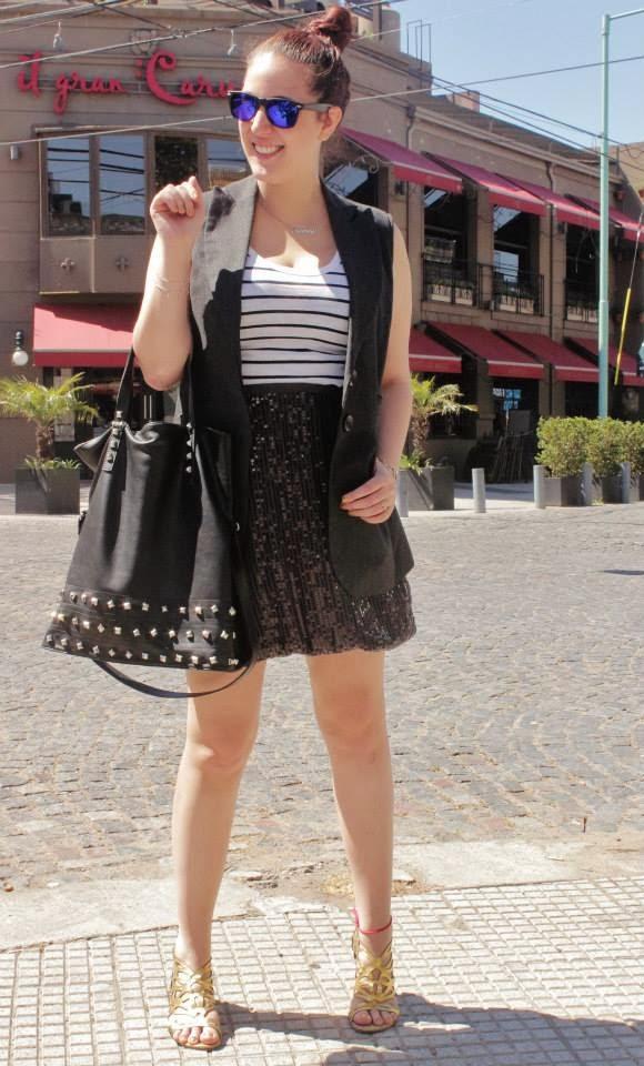 Como usar una falda de lentejuelas en el día